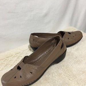 Easy Spirit Size 8 Slip On Womens Shoes
